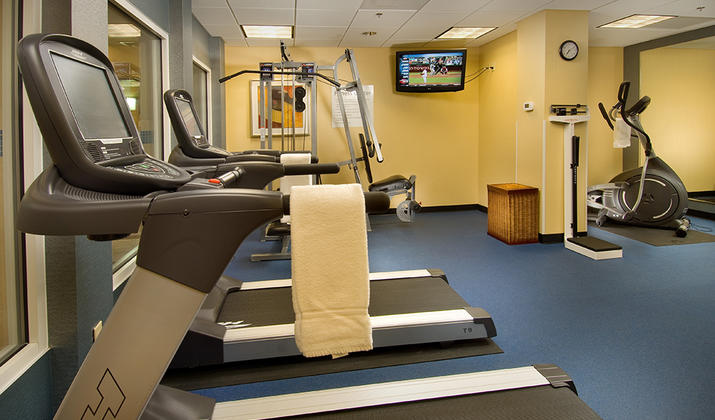 Holiday Inn Express & Suites Alexandria – Fort Belvoir