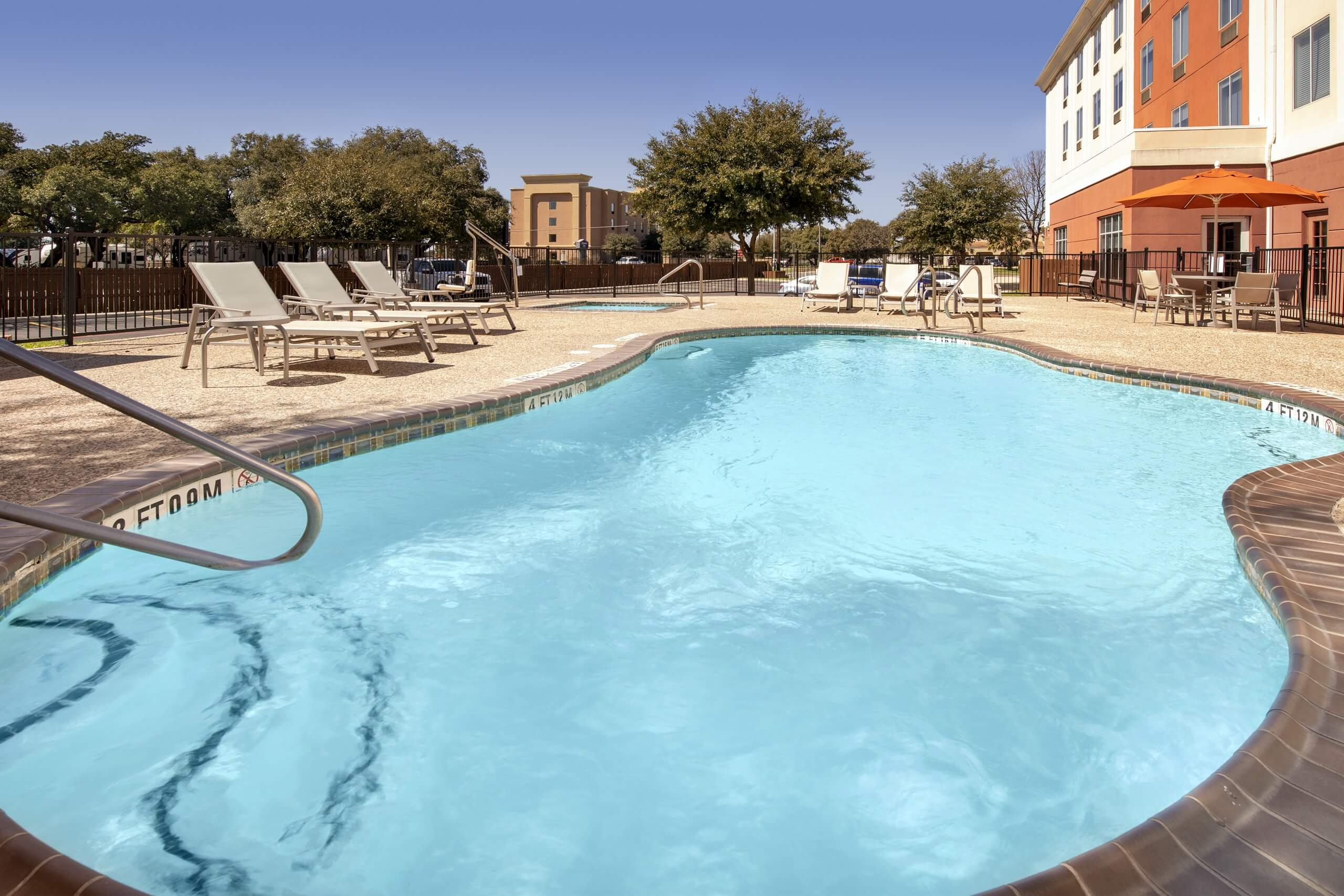 Holiday Inn Express & Suites Uvalde