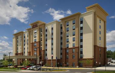 Hampton Inn & Suites Seven Corners – 160 rooms